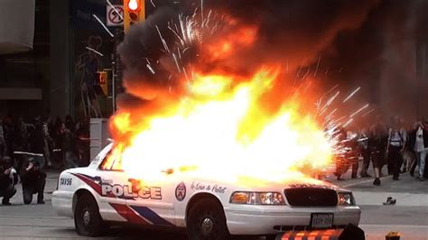 protest toronto anarchists burning police cars