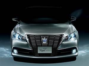 2013 Toyota Crown Royal and Athlete Revealed - autoevolution