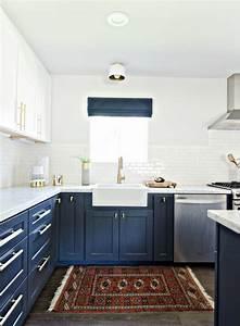 1001 idees pour une cuisine bleu canard les interieurs With tapis jaune avec canapé couleur bleu canard