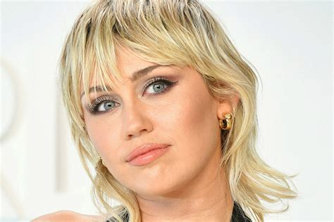 Miley Cyrus Gets Pixie Mullet Haircut From Her Mom (PHOTO)