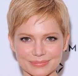coupe cheveux court visage rond coiffure femme visage rond