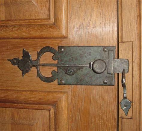 fer et bois les forges de signa serrures et serrurerie ancienne pour portes anciennes