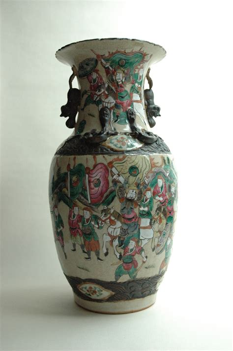 large antique chinese nankin pottery vase  warrior