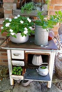 Alter Bauwagen Als Gartenhaus : bepflanzte objekte vom schrott karin urban naturalstyle ~ Frokenaadalensverden.com Haus und Dekorationen