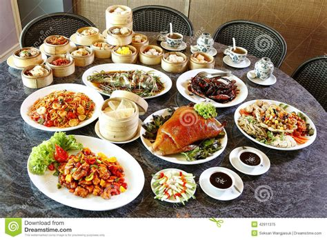 cuisines chinoises many food on table stock image image of many