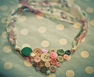 How To Make A Button Necklace  22 Tutorials