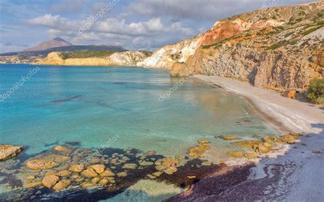 lade ricaricabili spiaggia di firiplaka milo cicladi grecia foto stock