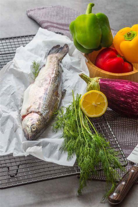 cuisiner une truite au four papillote de truite au poivrons et aubergines cuisine addict
