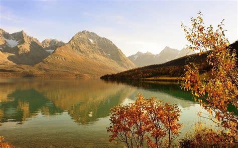 fonds decran lac montagnes forets arbustes le soleil