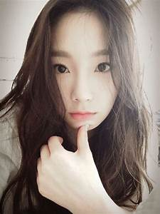 SNSD's TaeYeon posed for a gorgeous SelCa picture ...