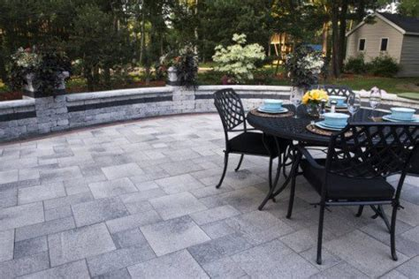 Umbriano Unilock - umbriano paver patio with brussels dimensional wall by