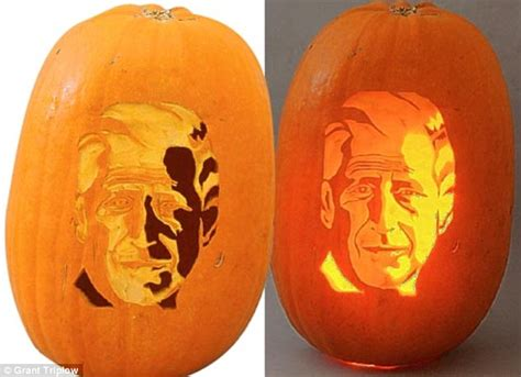 IT'S HELLO!WEEN: How (with clever carving and a candle ...