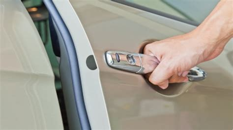 how to unlock door how to open a car door without a key