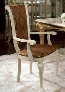 Bequeme Stühle Mit Armlehnen : klassischer stuhl mit armlehnen mit blumenschmuck idfdesign ~ Markanthonyermac.com Haus und Dekorationen