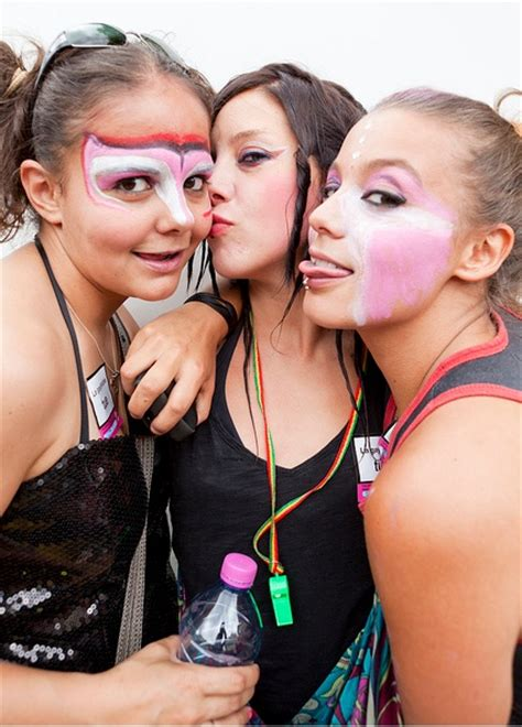 Kiss Lesbian Teen Mature Eu Free