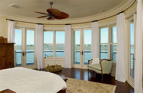 Curved window wall creates panorama of the River
