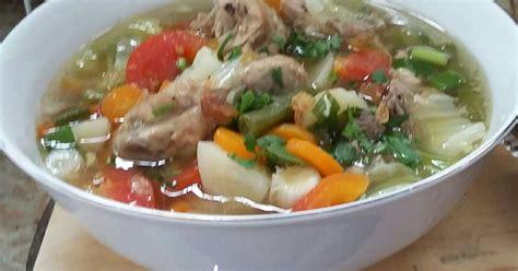 Simak resep cara membuat sayur sop ayam bakso, dilengkapi foto dan video agar jelas. Resep Sayur sop ayam oleh Fatimah Djarkasih - Cookpad
