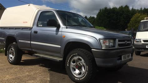 1999 toyota hilux 4x4 single cab truck review