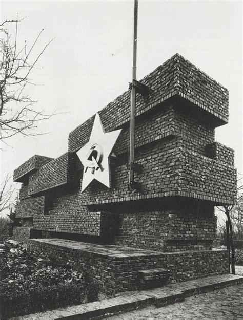 Berühmte Architekten Berlin by Berlin Architektur Monument To Rosa Luxemburg And Karl