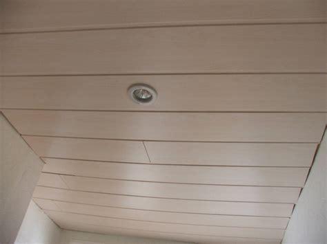 recouvrir un plafond en lambris comment poser du lambris pvc dans une salle de bain digpres