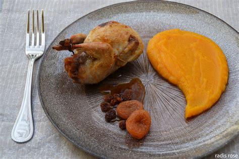 cuisiner cailles caille farcie à l orange et d épice radis