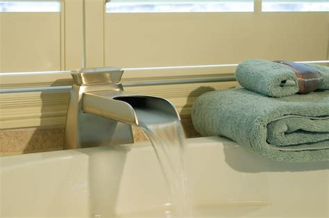 kitchen sink frozen pipes how to thaw frozen pipes frozen pipes what to do 5812