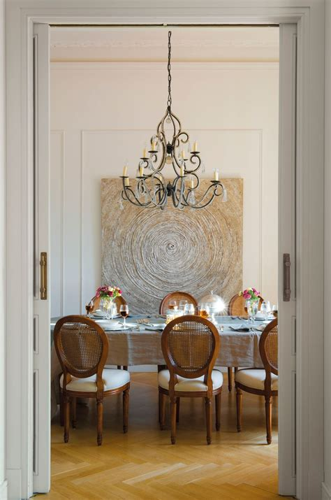 comedor  puertas correderas lampara de forja sillas
