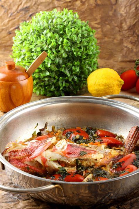 cuisiner le merlu merlu au court bouillon