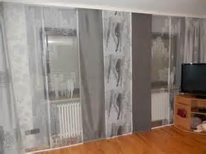 gardinen fã r badezimmer moderne weiß graue schiebegardine fürs wohnzimmer mit großstadtmotiven http www gardinen