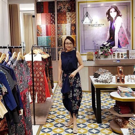travelingyukcom  toko batik langganan  turis
