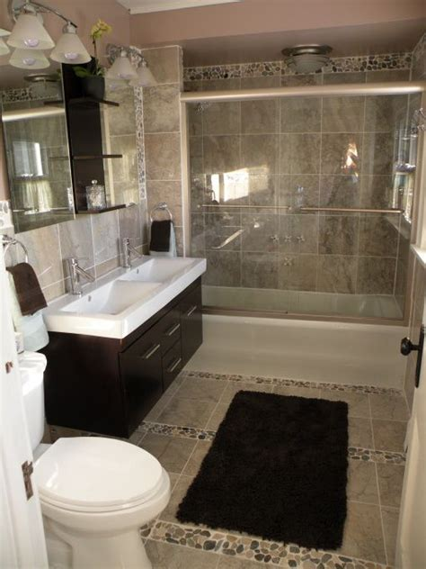 Small Bathrooms Ideas Pictures by Small Bathroom Gets A Lift Tired Bathroom Gets A