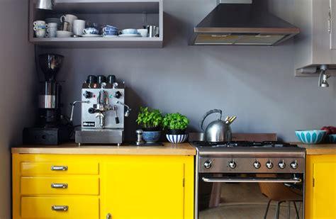 chaises de cuisine pas cheres deco cuisine gris et jaune
