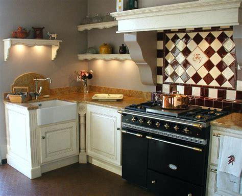 amenagement cuisine provencale cheap faences et carrelage mural cuisine carrelage