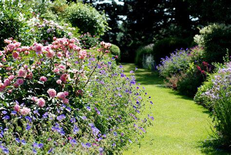english gardens   hampton court flower show hever