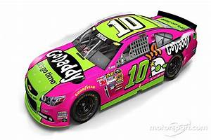 Powerful in Pink: Danica Patrick promotes breast cancer ...