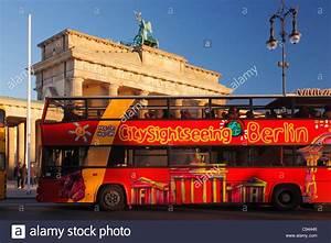 Bus Mannheim Berlin : stadtrundfahrt mit dem bus in berlin bus vor dem brandenburger tor stockfoto bild 40043702 ~ Markanthonyermac.com Haus und Dekorationen