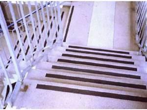 Antidérapant Escalier Bois : sol antiderapant nez de marche en granit poli contact alliatech contact alliatech ~ Dallasstarsshop.com Idées de Décoration