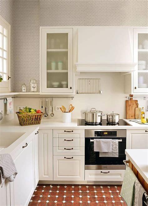 cocina pequena moderna en color blanco  tu cocina esta