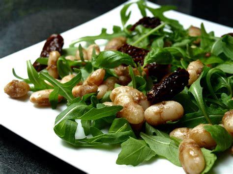 salade de roquette aux haricots blancs tomates s 233 ch 233 es et parmesan 171 cookismo recettes saines