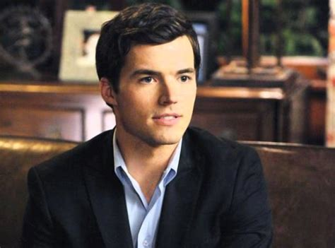 ian harding weight height  age