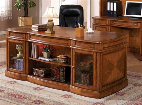 bois pour bureau le bureau en bois massif est une classique qui ne se