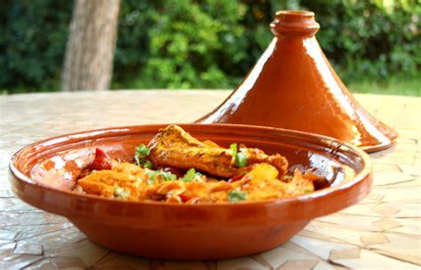 cuisiner dans un tajine en terre cuite tajine de poisson recettes cookeo