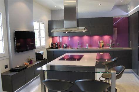 modele peinture chambre cuisine armony en chêne plaque gris anthracite par l