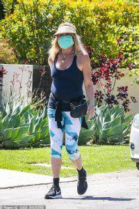 Goldie Hawn Sports Face Mask While Enjoying Quarantine Stroll