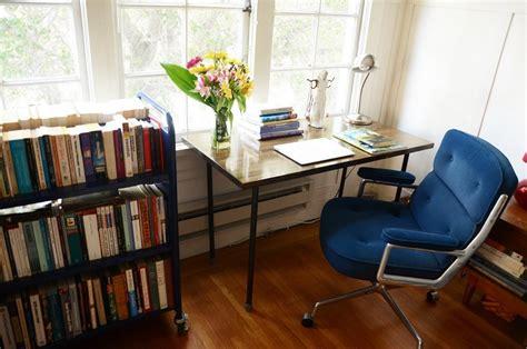 rangement livre chambre visite un appartement chaleureux cocon de décoration