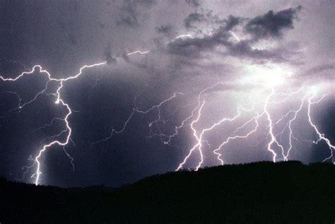 Mit Blitzen by Die Ersten Kr 228 Ftigen Gewitter Des Jahres In 214 Sterreich Mit