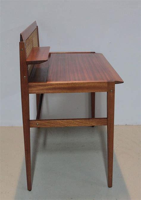 bureau en acajou bureau danois en acajou xxe antiquites lecomte