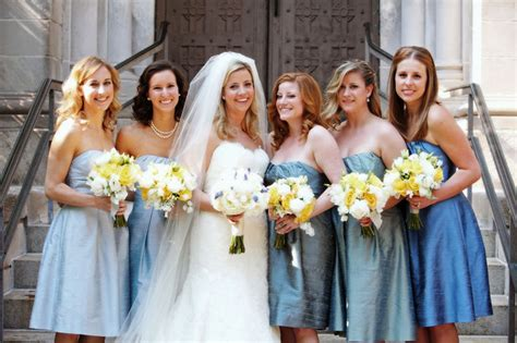 Bridesmaids Hairstyles That Compliment The Wedding