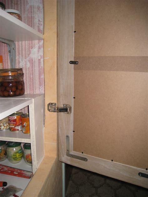 charniere de porte de placard poser une porte placard avec charniere invisible