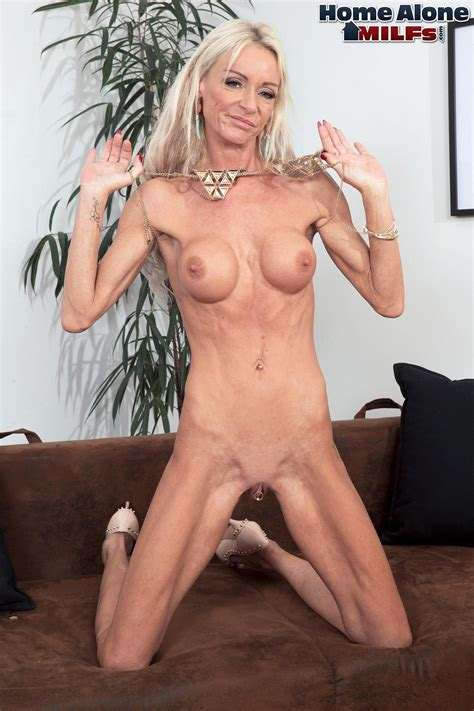 Saucy Alexis Starr Spreads Her Twat And Butthole Photos